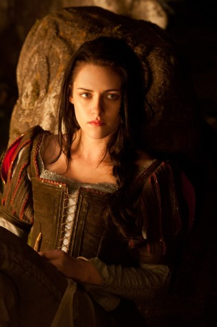 snow-white-huntsman-img08