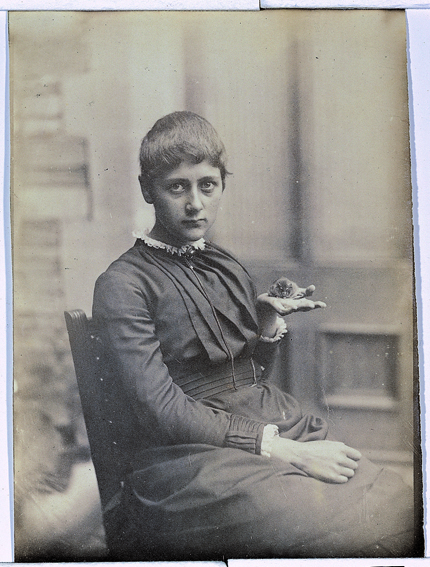 Beatrix-Potter-with-Her-Pet-Mouse-Xarifa 1885